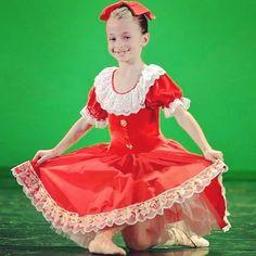 Il rosso è il colore della passione....anche per la danza che è la nostra  di passione!Ancora per voi un altro tutù che ha riscosso successo! 451159ed1619
