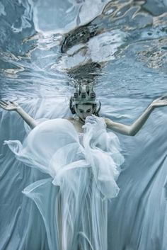 Underwater Love...Winter Queen photographed by Romi Burianova. https://musetouch.org/?cat=68