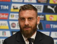Daniele De Rossi Photos Photos - Daniele De Rossi of Italy speaks with the media during the press conference at Amsterdam Arena on March 27, 2017 in Amsterdam, Netherlands. - Italy Press Conference And Pitch Walk About