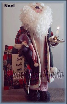 Noel a la luz de una vela Christmas Sewing, Handmade Christmas, Christmas Crafts, Christmas Decorations, Primitive Santa, Primitive Patterns, Felt Dolls, Poinsettia, All Things Christmas