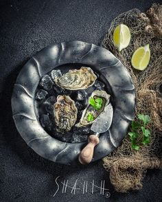"Polubienia: 28, komentarze: 1 – Shaiith Photography (@shaiith_photography) na Instagramie: ""Oysters with coriander and lemons  #foodphotographer #foodphotography #food #shaiith #foodporn…"""