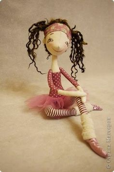 Mimin Dolls: Free Doll pattern NKALE - Ballerina - This would make a great pattern for Elf on the shelf!