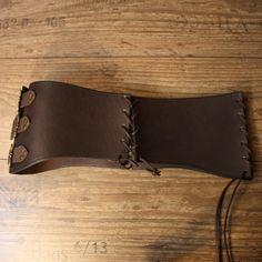 Larp, Diy Costumes, Costume Ideas, Leather Braces, Kinds Of Clothes, Steampunk Diy, Waist Cincher, Leather Working, Renaissance