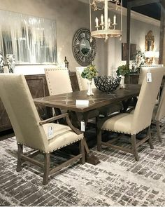 The #FanFavorite Cordoba Parquetry #DiningTable gives an elegant #FrenchCountry experience to your home. #FrenchHeritage 📷 & Rug by @nourison