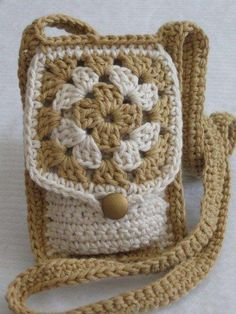 This CROCHET PATTERN Tiny Granny Bag PDF format is just one of the custom, handmade pieces you'll find in our patterns & how to shops. Bag Crochet, Crochet Purse Patterns, Crochet Shell Stitch, Crochet Handbags, Crochet Purses, Crochet Granny, Crochet Gifts, Crochet Backpack, Backpack Purse