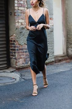 Finding the perfect outfit for a cocktail party can be a little stressful. So, here's 15 gorgeous cocktail party outfit ideas to copy for your next event! Slip Dress Outfit, Dress Outfits, Black Slip Dress, Black Dress Outfit Party, Knit Dress, Fall Outfits, Summer Outfits, Rock Outfits
