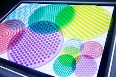 círculos sensoriales silishapes de tickit en la mesa de luz