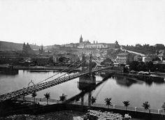 """Rudolfova lávka byla postavena v letech 1868–1869, jako třetí visutý most přes Vltavu v Praze, mezi Klárovem a tzv. Rejdištěm. Byla pojmenována podle korunního prince Rudolfa (podobně jako pozdější Rudolfinum) a říkalo se jí také Železná lávka, případně """"řetězová lávka""""."""