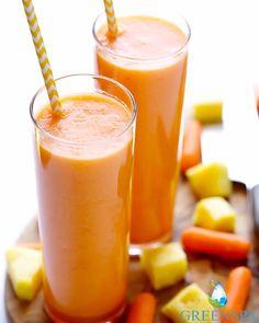 Haftaya turuncu bir tarifle başlıyoruz. Ananas ve Havuç; A vitamini içerir. İkiside yazın almamız gereken vitaminlerdendir. O zaman bizde bu tarif ile gereken vitamini alıp, haftaya enerjik başlayalım   Havuçlu Ananaslı Smoothie    İçindekiler: •2 adet havuç ( doğranmış ) •1 bardak ananas ( doğranmış ) •Yarım muz •1 bardak su  Tüm malzeme kremsi bir kıvam alıncaya kadar blendırda karıştırılır. İşte hazır. Afiyet olsun ! ☺️