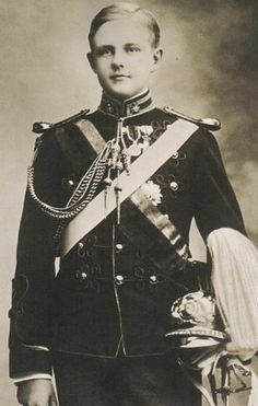 Luís Filipe, Prince Royal of Portugal, Duke of Braganza, 21 March 1887 – 1 February was the eldest son and heir-apparent of King Carlos I of . Casa Real, Portuguese Royal Family, History Of Portugal, Princesa Real, Who People, Handsome Prince, Lady And Gentlemen, Queen Victoria, Portraits