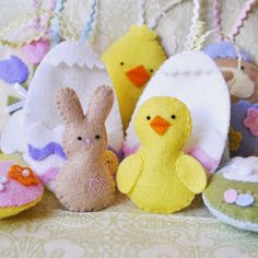 Cute Easter Sewing Projects featured at Sew Whats New! #sewing