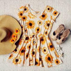 How to Chic: YELLOW SUNFLOWER DRESS