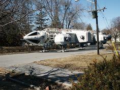 Eagle Lands on my Street by Hydra5, via Flickr . About Space 1999 . Acerca de Espacio 1999: #space1999 #eagletransporter