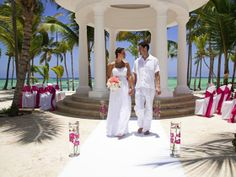 Spot on for beachfront location - Newlyweds at Barcelo Bavaro Palace Deluxe, Dominican Republic