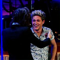 One Direction's appearance on The Late Late Show is one that Directioners aren't going to forget any time soon! Niall Horan was almost brought to tears when . Niall Horan, Zayn Malik, One Direction Pictures, One Direction Memes, I Love One Direction, Niall Und Harry, Louis Tomlinson, Liam Payne, 1d Day