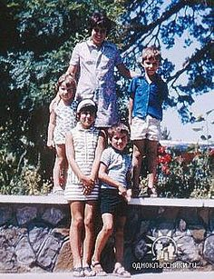 George with his sisters and friends George Michael Family, George Michael Young, I Want A Hug, George Michel, Michael Love, Baby George, Walk The Earth, Beautiful Voice, Beautiful Things