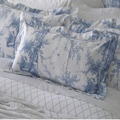 Sheridan Eastcott Lake Cotton Cushions are manufactured with comfort and quality in mind using beautifully soft cotton. Linen Pillows, Bed Pillows, Cushions, Toile Bedding, Beige Bed Linen, Linen Storage, White Cottage, Shabby Chic Bedrooms, Linens And Lace
