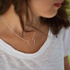 1 round necklace in solid silver € 29 Designer necklace Elise and me Informations About Collier 1 rond en argent … Circle Necklace, Diy Necklace, Necklace Designs, Collier Simple, Choker, Beaded Jewelry, Jewelry Bracelets, Diy Jewelry Inspiration, Schmuck Design