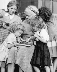 Back in the when there was a lot of liturgical innovation going on, Dorothy Day invited a young priest to celebrate mass at the Catholic Worker. He decided to do something that he thought wa… Catholic Beliefs, Catholic Saints, Dorothy Day, Mama Mary, Pope John Paul Ii, Marriage And Family, Classic Image, Divine Feminine, Change The World