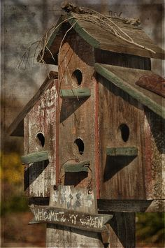Love the rustic birdhouses!