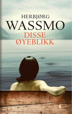 I sin nye bok «Disse øyeblikk» skriver Herbjørg Wassmo om en kvinnes liv fra tenårene til hun slår igjennom som forfatter. Det handler om svik og fortielse — men også om sunt sinne og en sta vilje til å komme seg videre. Kort sagt, hennes eget liv.
