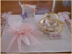 Table setting in pink using the clasp as