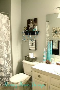 Do you decorate your bathroom for Christmas? Whether you do or you don't there are some great principles used here that could translate to anywhere in your hous…