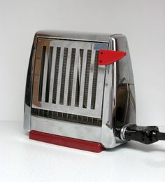 The Hausfrau Journal: Red-hot kitchen accessories Vintage Toaster, Retro Toaster, Vintage Appliances, Small Appliances, Kitchen Appliances, International Style Architecture, Toast Rack, Art Deco Home, Retro Recipes