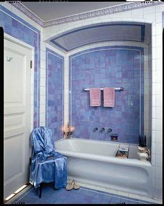 Dazzling Tile for Art Deco Baths - Design for the Arts & Crafts House Art Deco Bathroom, Bathroom Interior, Bathroom Tubs, Dope Rooms, Style Blanc, Bungalow Bathroom, Retro Interior Design, Estilo Art Deco, Tuile