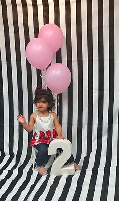 Newborn photography backdrop. Photo backdrop, photobooth backdrop, striped photo backdrop, black and white striped, cotton stripped, modern by FantasyFabricDesigns on Etsy