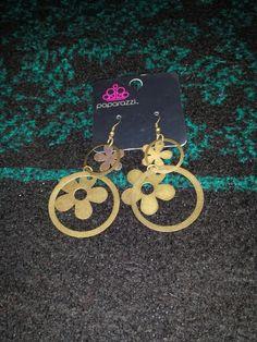 Flower earrings $5