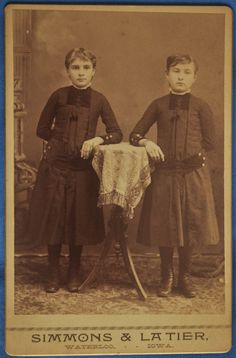 Cabinet Photo 2 Little Girls Twin Sisters Simmons Latier Waterloo Iowa