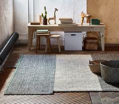 Ein flach gewebter SATTRUP Teppich in Natur in unterschiedlichen Farbtönen