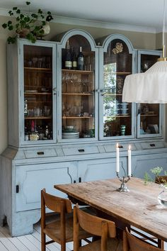 Annie Sloan Chalk Paint, Bradford, Old Houses, China Cabinet, Tiny House, Interior Decorating, Shabby, Dining Room, Inspiration