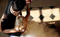 10 poses românticas imperdíveis para suas fotos de casamento - Dicas de Mulher