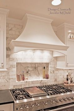 Love the hood and the sink fill over the cook top Kitchen Vent Hood, Kitchen Stove, Kitchen Redo, Kitchen Remodel, Kitchen Range Hoods, Kitchen Cabinets, Home Decor Kitchen, Kitchen Interior, Kitchen Ideas