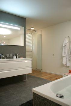 De artikelen gebruikt voor deze #badkamer kan je vinden op http://www.praxis.nl/ ● Rolmatten met stenen tegels (http://praxis.nl/yvn1vo.go) ● Designradiatoren (http://praxis.nl/y5ttkb.go) ● Douchegarnituur (http://praxis.nl/px9jpq.go) ● Douchewanden deuren (http://praxis.nl/hk2uso.go) ● Badkamermeubelen (http://praxis.nl/bkmwbc.go) ● Kranen (http://praxis.nl/8lhaw2.go) Gezien bij Eigen Huis & Tuin