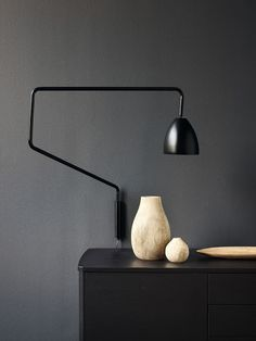 Black wall and ligthing in a living room / Interior * Minimalism by LEUCHTEND GRAU http://www.leuchtend-grau.de/2013/12/black-is-beautiful.html
