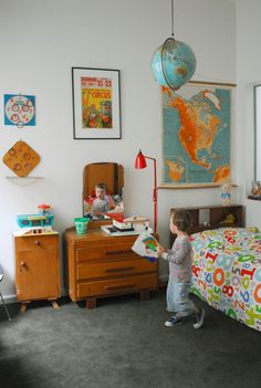 Boy bedroom design tips. The mirror will reflect light and to the room.This will make your room look much brighter. Vintage Space, Vintage Room, Bedroom Vintage, Vintage Art, Retro Room, Vintage Nursery, Vintage Theme, Vintage Travel, Vintage Inspired