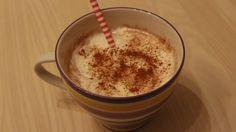 Varm chokolade med flødeskum og kanel