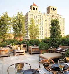 Rooftop garden and patio ideas: NY loft rooftop garden Outdoor Rooms, Outdoor Gardens, Outdoor Living, Outdoor Decor, Rooftop Gardens, Outdoor Furniture, Lounge Furniture, Luxury Furniture, Manhattan
