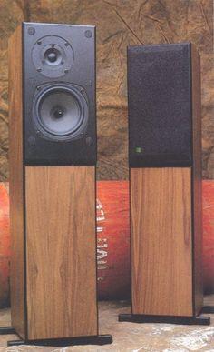 Speakers Rega EL8