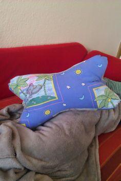 Leseknochen aus Bettwäsche / Readers' pillow made from bed linen / Upcycling