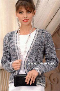 Elegantní klasika. Chanel styl bunda zdobená stříbrným opletením. Paprsky