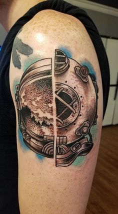 Astronaut/Diver by Josh Meyers at Smokin' Aces Tattoo in Bloomington, IL Tribal Tattoos, Cool Tattoos, Awesome Tattoos, Josh Meyers, Ace Tattoo, Astronaut Tattoo, Diver Tattoo, Traditional Tattoo, Tatting