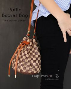 Get free crochet pattern to make a small raffia bucket bag, comes in 2 patterns, Checkerboard (inspired by LV Damier) & Chevron. Include lining instruction. – Page 2 of 2