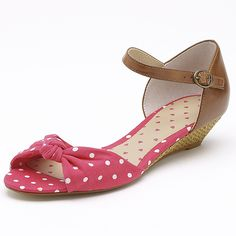 Add style to your summer wardrobe with these open toe raffia wedges from Target's Free Fusion range. With an adjustable backstrap , padded footbed and just a slight wedge these shoes are comfortable as well. Free Fusion is exclusive to Target. Other colours available. Sizes 5-10.