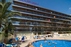 El Hotel Servigroup Diplomatic disfruta de una céntrica situación a escasos metros de la famosa Plaza Triangular de Benidorm y a tan sólo 220 m. de la Playa de Levante. // The Hotel Servigroup Diplomatic enjoys a central location just a few metres from the popular Triangular Square in Benidorm and only 220 m. from Levante Beach.