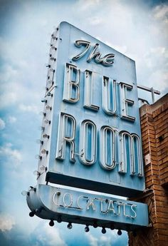 The blue room via @jubaloo_