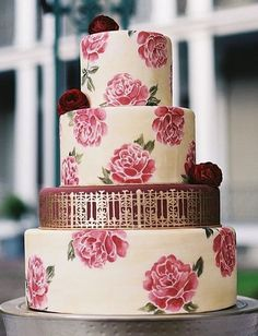 Wedding cake idea; Featured Photographer: GK Photography, Featured Cake: Melissa's Fine Pastries